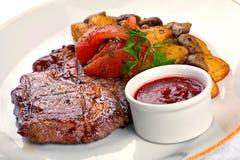 Kött och potatis arkivfoton