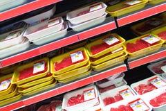 Kött på supermarket royaltyfri bild