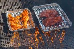Kött som får klart på bbq Royaltyfria Foton