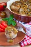 köttbullar med den kryddiga sötsaken och sur plommonsås Arkivfoto