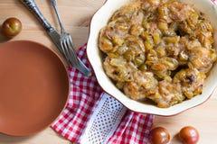 köttbullar med den kryddiga sötsaken och sur plommonsås Arkivfoton
