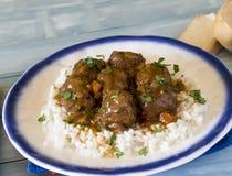 Köttbullar med ris och grönsaken fotografering för bildbyråer