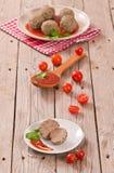 Köttbullar med tomatsås arkivbilder