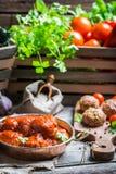 Köttbullar med tomatsås Arkivfoto