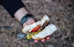 Köttbullesmörgås i hand Royaltyfri Foto