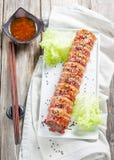 Köttfärslimpa med ost som slås in i bacon baconsushi Royaltyfria Bilder