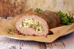 Köttfärslimpa som stoppas med ägg royaltyfria bilder