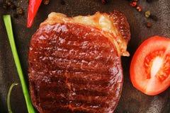 Kötthuvudrätt: grillad nötköttbiff Royaltyfri Fotografi
