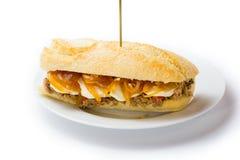 Köttsmörgås med söt lök- och getost Venezuelansk mat Royaltyfria Bilder