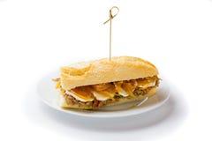 Köttsmörgås med söt lök- och getost Venezuelansk mat Arkivfoto