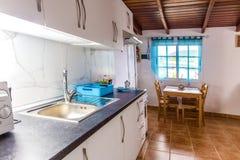 Küche Küche in der Wohnung Straße Ligth Lizenzfreie Stockbilder