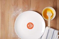 Küche, die sich vorbereitet, chinesische festliche Waren zu machen Lizenzfreie Stockfotografie