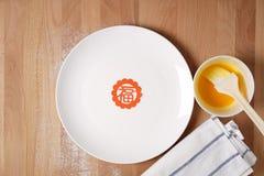 Küche, die sich vorbereitet, chinesische festliche Waren zu machen Lizenzfreies Stockfoto