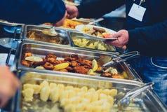 Küche-kulinarische Buffet-Abendessen-Verpflegung, die Lebensmittel-Feier speist lizenzfreie stockfotos