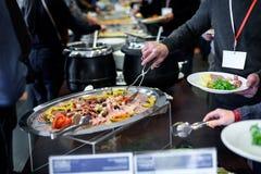 Küche-kulinarische Buffet-Abendessen-Verpflegung, die Lebensmittel-Feier speist stockfoto