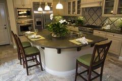 Küche mit einem Fliesefußboden Stockfotos