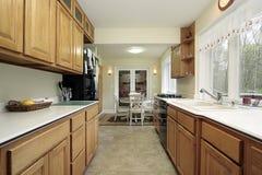 Küche mit Essenbereich Lizenzfreies Stockfoto