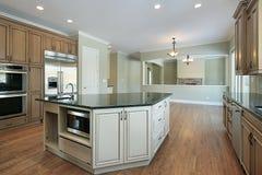 Küche mit Familienraumansicht Stockfotos