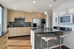 Küche mit Granitinsel Stockfotografie