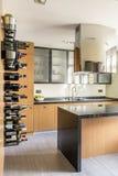 Küche mit Insel lizenzfreies stockbild