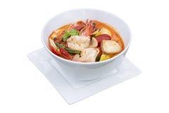 Küche Toms yum Kung Popular von Thailand, auf weißem Hintergrund Lizenzfreies Stockfoto