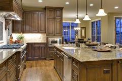 Küche von der Pantry-Ansicht des Butlers lizenzfreie stockfotos