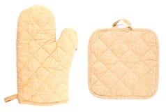 Küchehandschuhe auf weißem Hintergrund Lizenzfreies Stockfoto