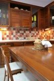 Küchemöbel vom Mahagonibaum Stockfoto