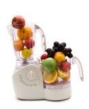 Küchemaschine und -früchte Stockfotos