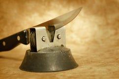Küchen-Messer und Bleistiftspitzer Stockfotografie