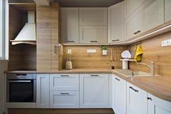 Küchendetails, Gegenstände im Licht und hölzerne Töne lizenzfreie stockbilder