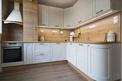 Küchendetails, Gegenstände im Licht und hölzerne Töne lizenzfreie stockfotos