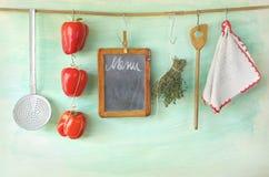Küchengeräte, Menütafel Stockfoto