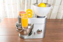 Küchenmaschine mit Zitrusfruchtpresse Lizenzfreies Stockbild