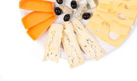 Küchezartheit mit Oliven, Pfeffern, Trauben und Kapriolen Stockfoto