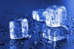 Kühle Eiswürfel stockfotografie