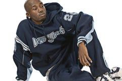 Kühlen Sie jungen Hip-hopmann auf weißem Hintergrund ab Lizenzfreies Stockbild