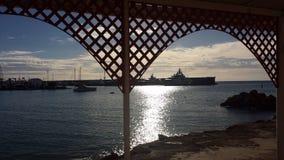 Kühlen Sie und Kristallwasser vom Mittelmeer ab Stockfotografie