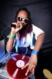 Kühler Afroamerikaner DJ stockfoto