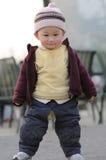 Kühler kleiner Junge Stockfoto