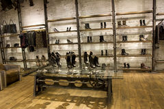 Kühler Modespeicher Lizenzfreie Stockfotografie