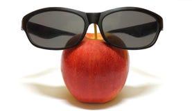 Kühler roter Apfel Stockbild