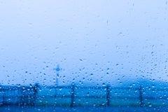 Kühler Tropfenzusammenfassungshintergrund des blauen Wassers Stockbild
