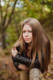 Kühles blondes Mädchen an einem Herbsttag Lizenzfreies Stockbild