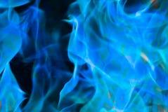 Kühles Gespür der blauen Flammen der Feuernahaufnahme lizenzfreie stockfotos