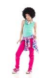Kühles kleines Mädchen mit dem Afrohaar Lizenzfreie Stockfotos