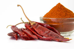 kühles Pulver mit roten kühlen, getrockneten Paprikas Stockbilder