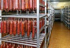 Kühlhaus für die Speicherung des Fleisches und der Wurstwaren Lizenzfreie Stockfotografie