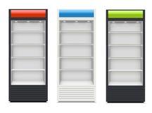 Kühlschränke mit glasig-glänzender Tür auf weißem Hintergrund Stockfoto