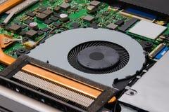 Kühlsystem des Laptops installiert auf das Motherboard Stockbild
